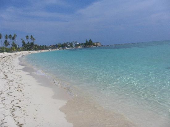 Decameron Boutique Los Delfines: Playa ex Isleño