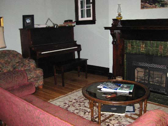Lochiel Street Bed & Breakfast: Living room