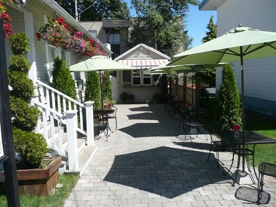 Old City Take Out : Take out or dine on our patio.