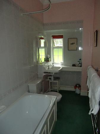 Bracken House: Spottless ensuite bathroom