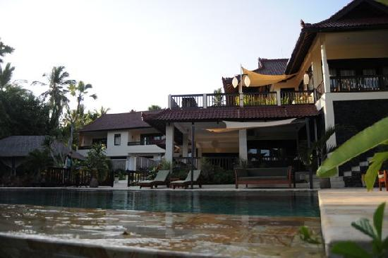 Villa Flow: Pool view