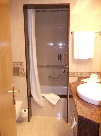 Hotel Riu Palace Tres Islas: bathroom