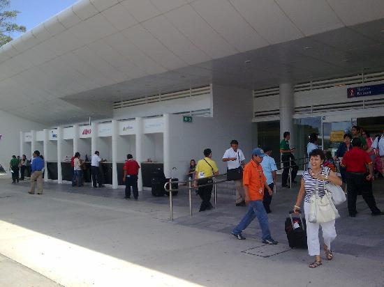 Playa del Carmen, Meksiko: Terminal de Autobuses ADO en el Aeropuerto de Cancun