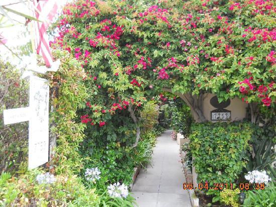 The Bed & Breakfast Inn at La Jolla: Enterance to B&B