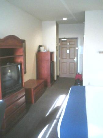 Holiday Inn Express Owasso: Well appointed guest room