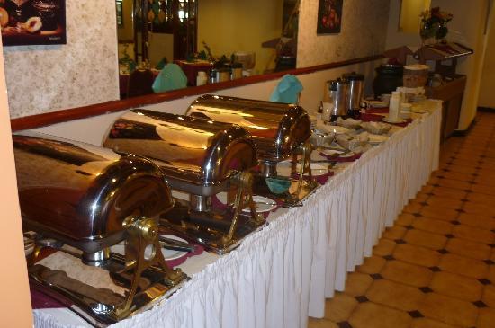 Hotel Roma Plaza: Buffet