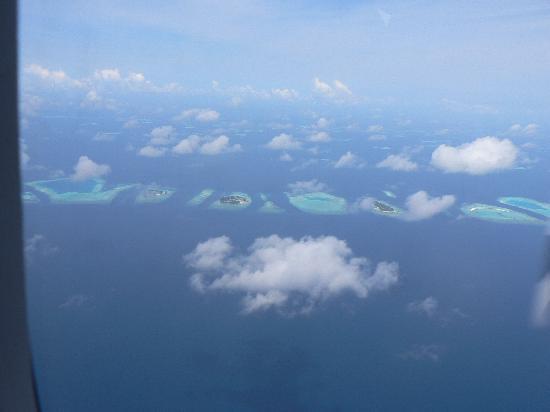 เมดุฟุชิ ไอแลนด์ รีสอร์ท: View from seaplane.