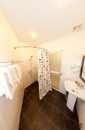 Hotel Cara: Deluxe Room-Bathroom