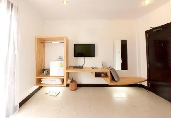 Hotel Cara: Deluxe Room Amenities