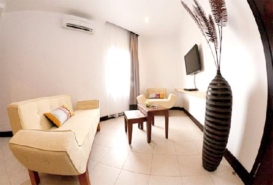 Hotel Cara: Family Room-Living Room