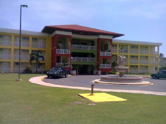 Hotel Punta Maracayo: entrance
