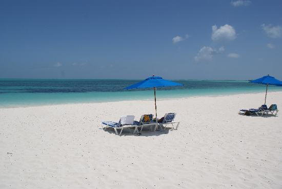 Treasure Cay, Great Abaco Island: Beach in front of BBC