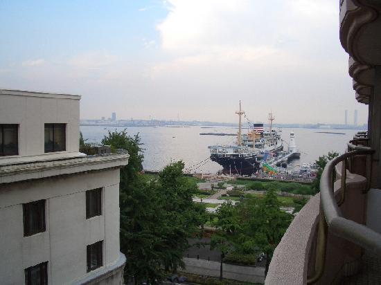 Star Hotel Yokohama : ベランダからみえる氷川丸