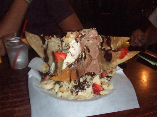 Gore, OK: Hot fudge nachos at Soda Steve's