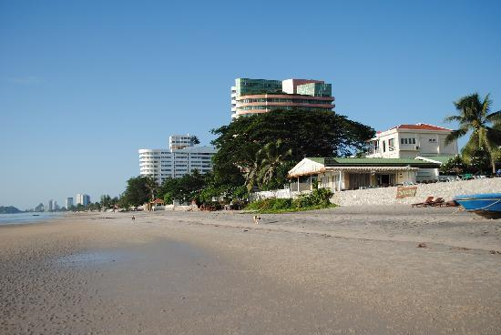 Sailom Hotel: the hotel right at the beach