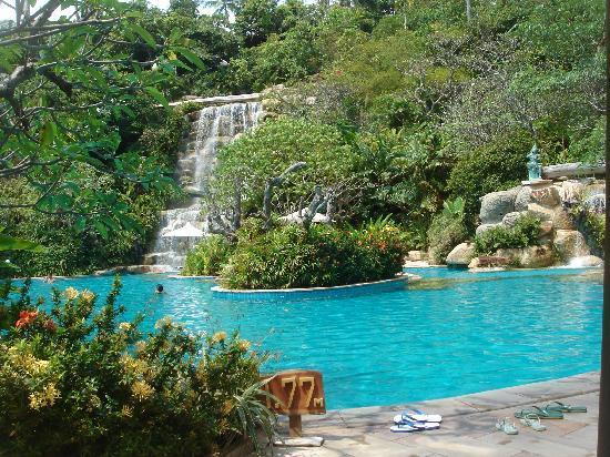pool mit wasserfall bei 29grad bild von santhiya koh phangan resort spa ko phangan. Black Bedroom Furniture Sets. Home Design Ideas
