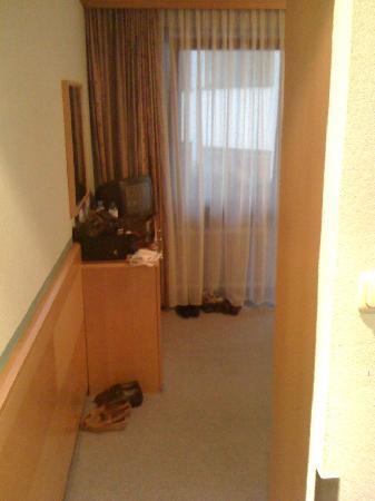 Hotel Schrofenstein: Entree Zimmer 210