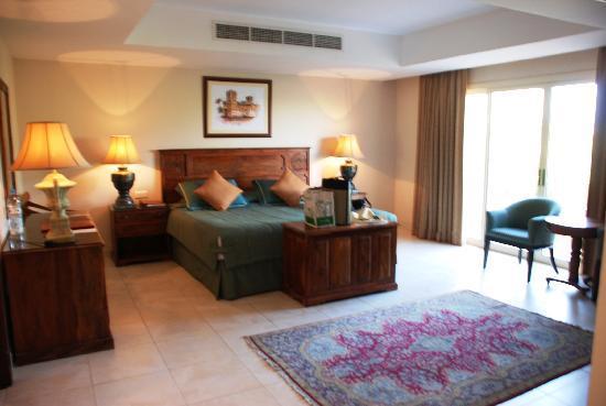 Al Hamra Residence & Village: Junior Suite for National Day - Dec '10