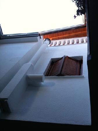 Nikos Vergos : window