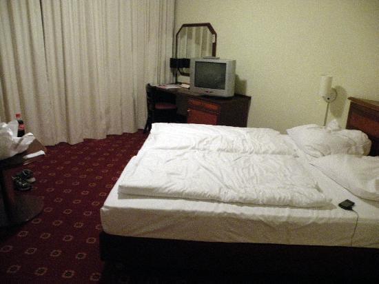 Leonardo Inn Hotel Hamburg Airport: the bed