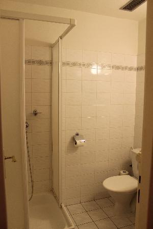 Hotel Union Prague: Salle de bain de la chambre - propre et fonctionelle