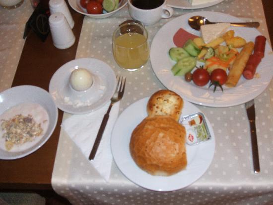 Grand Yavuz Hotel: 朝食はこんな感じ!ビュフェでいろいろ選べます。