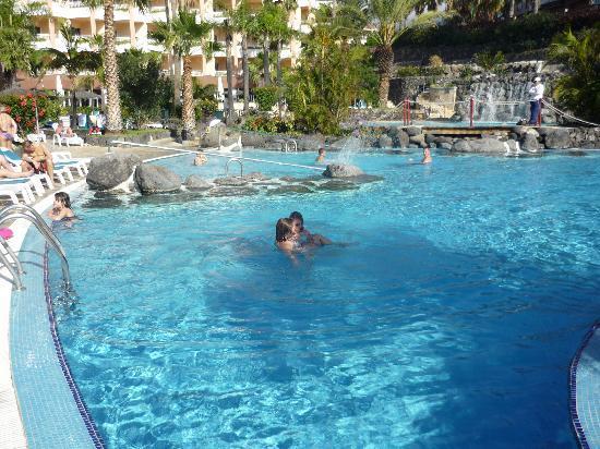 Hotel Puerto Palace : La piscine de l'hôtel