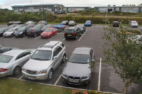 Premier Inn St. Austell Hotel: Plenty of parking spaces