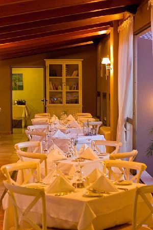 Village Heights Golf Resort: Elia Restaurant