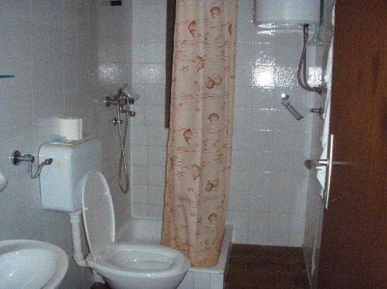 Hotel Riviera: Tha bathroom