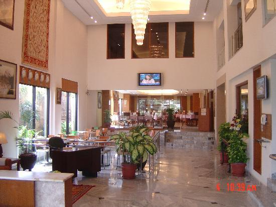 Embassy Inn : Entrance Lobby Area