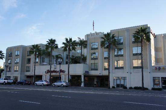 front of the hotel picture of hampton inn san diego. Black Bedroom Furniture Sets. Home Design Ideas
