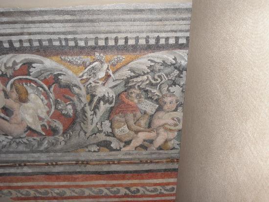 Palazzo Ai Capitani Hotel: fresco on stairway