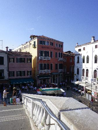 L'hotel vue du pont