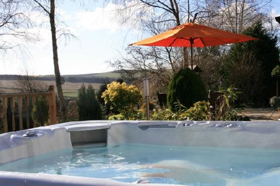 Oakbank Bed and Breakfast: Hot Tub View