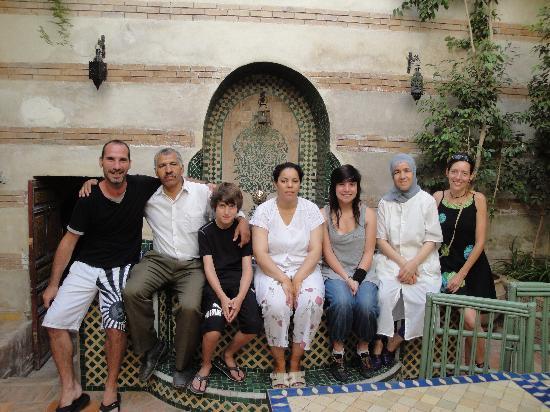 Riad Dar Nimbus: Ali, Samira, Fatima et notre famille