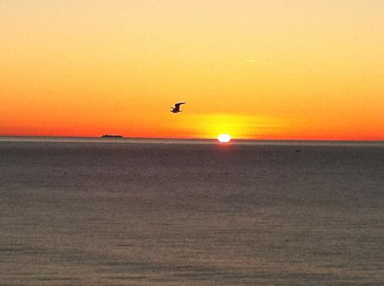 Andora, Italien: Sonnenaufgang vom Hotel aus beobachtet
