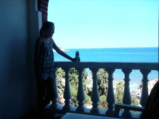 Andora, Italien: Nach dem Baden auf den schönen Balkonen entspannen