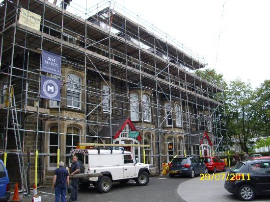 Buckingham Hotel: front scaffolding