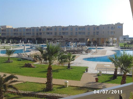 Cap-Bon Kelibia Beach Hotel & Spa: struttura giardino piscina