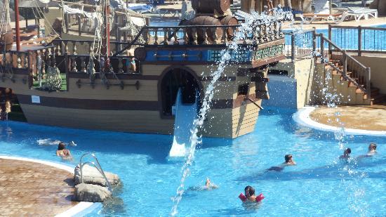 Holiday Palace: pirate ship
