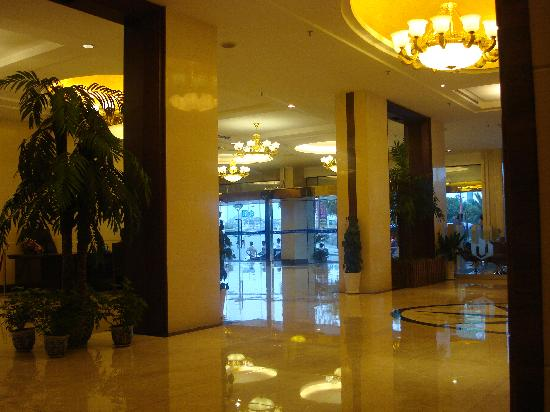 Universal Guilin Hotel: la hall