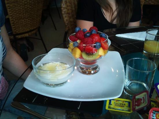 Glanmor Guest House: MY CHOICE EVERY TIME - FRUIT AND YOGURT