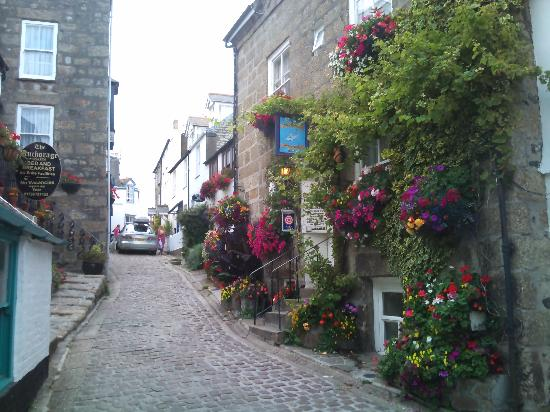 Glanmor Guest House: The side streets of St ives