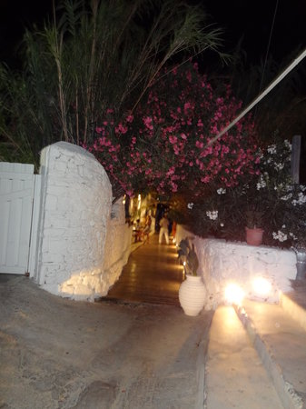 Seaside Cottage by Belvedere: Walking to the beach at night