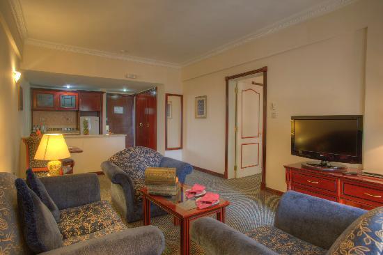 Al Diar Mina Hotel : Suite Living Room