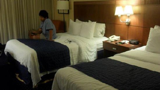 Courtyard Fishkill: Bedrooms have 2 Queen size beds