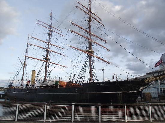 Discover Capt Scotts Discovery in Dundee