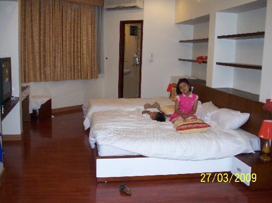 Hanoi Serenity Hotel: A very huge family room