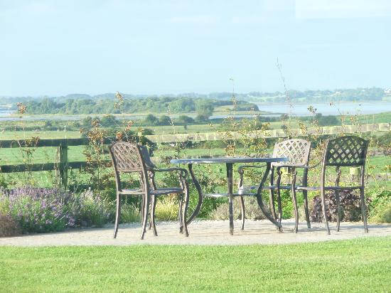 Bunratty Meadows Bed and Breakfast: Relax and Drink It All In